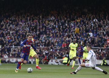 La pelota divide al Camp Nou
