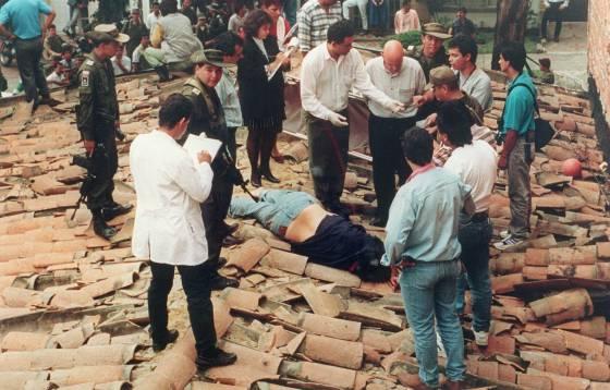 Pablo Escobar Vs Chapo >> El narcotraficante Pablo Escobar, abatido a tiros por la ...
