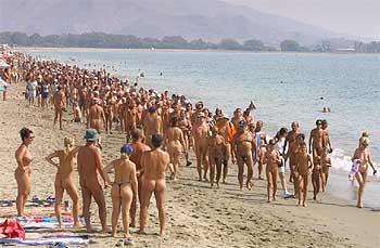 Marcha nudista en Vera