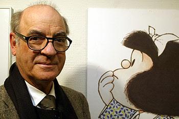 Quino posa con Mafalda