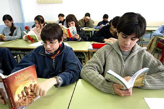 Niños leyendo en clase - ELPAÍS.com