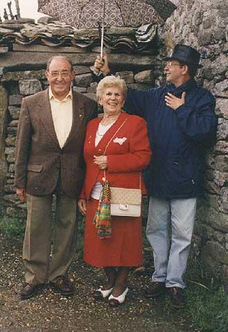Suso de Toro, con sus padres