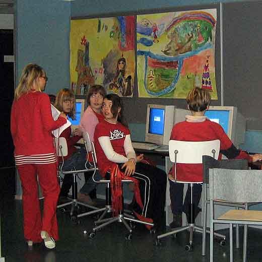 Alumnos en un colegio de Finlandia / El pa�s.