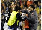 David_Navarro_da_punetazo_Burdisso_termino_partido_Valencia_Inter.jpg