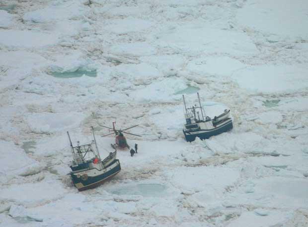 Barcos atrapados por el hielo