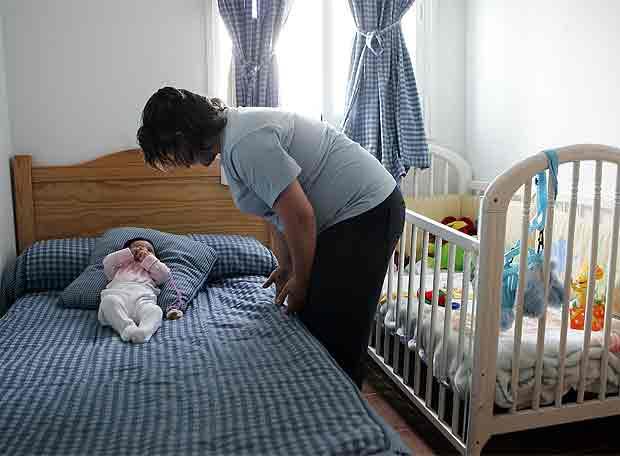 Madre adolescente con su bebé