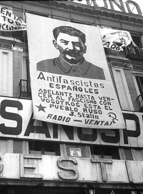 ¿qué simbolos son propios del trotskismo? - Página 3 Retrato_Stalin