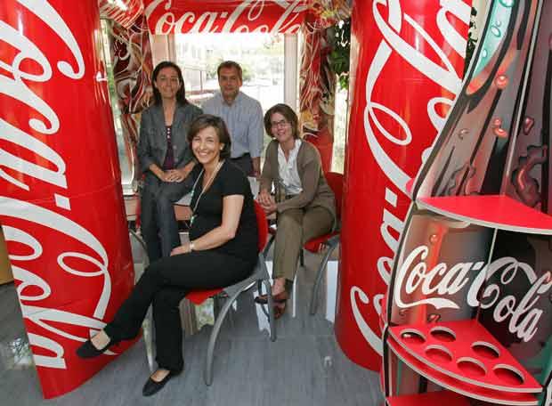Tres trabajadores de Coca-Cola