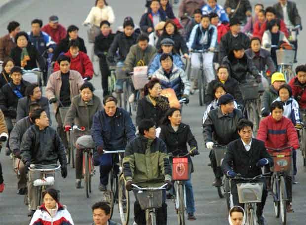 http://www.elpais.com/recorte/20071202elpnegemp_11/LCO340/Ies/Ciudadanos_chinos_circulando_bicicletas.jpg