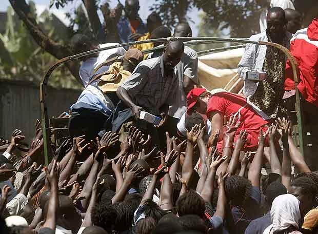 Servicios_asistencia_reparten_alimentos_Nairobi_Kenia.jpg