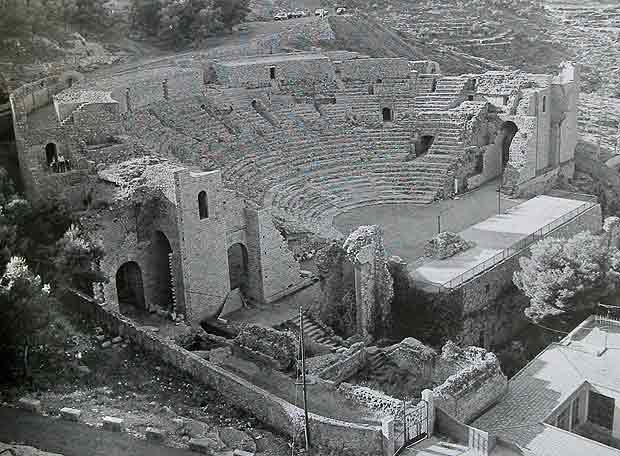 http://www.elpais.com/recorte/20080127elpepicul_4/LCO340/Ies/Teatro_Romano_Sagunto_decenas_restauraciones_ejecutadas_anos_setenta.jpg