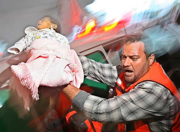 http://www.elpais.com/recorte/20080302elpepiint_4/LCO340/Ies/bebe_palestino_herido_ataque_israeli_Gaza.jpg