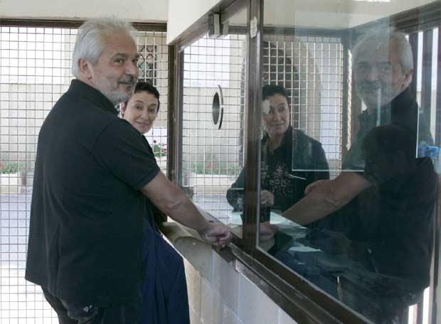 Mario Bulgarelli visita a Arnaldo Otegi en la prisión de Martutene