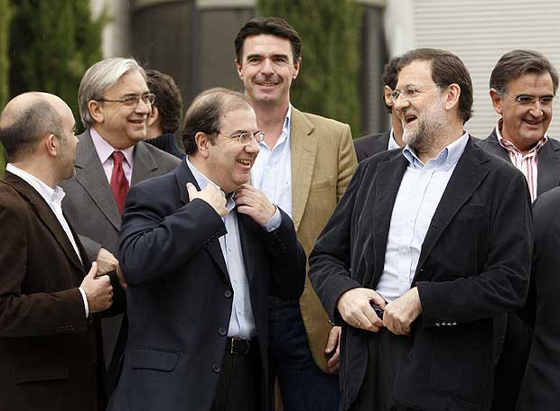 Juan Vicente Herrera acompañado de otros politicos sin alternativa