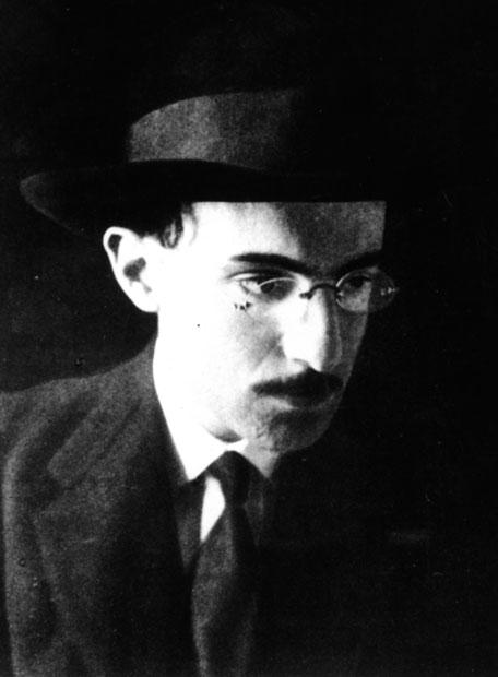 Retrato fotográfico de juventud de Fernando Pessoa