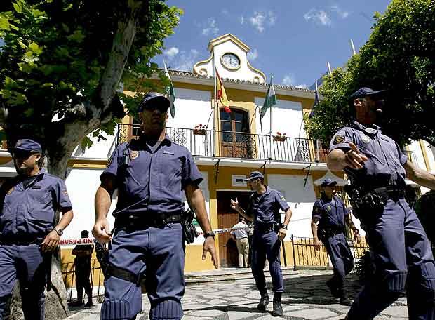 Fotos -videos UPR motos - Página 2 Grupo_agentes_Cuerpo_Nacional_Policia