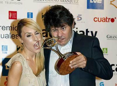 http://www.elpais.com/recorte/20080703elpepirtv_1/XXLCO/Ies/Berta_Collado_Miki_Nadal_recogen_premio.jpg