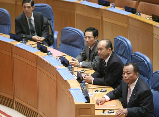 Boletín Oficial del Estado del Japón. Politicos_empresarios_japoneses_Parlamento_gallego