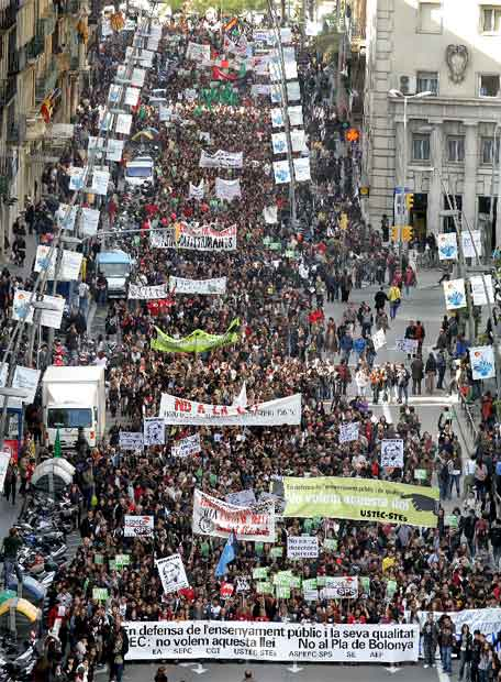 La manifestación de Barcelona a su paso por la calle de Pelai