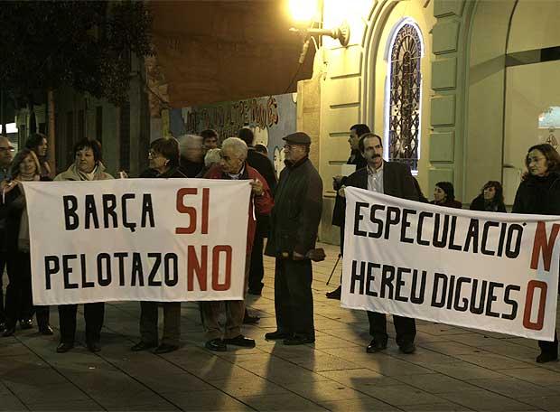 Manifestación de vecinos en Les Corts contra el proyecto del Barça
