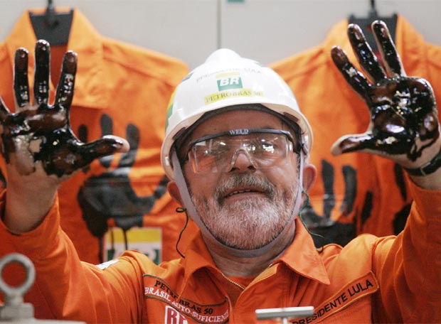 Lula, con las manos manchadas de crudo