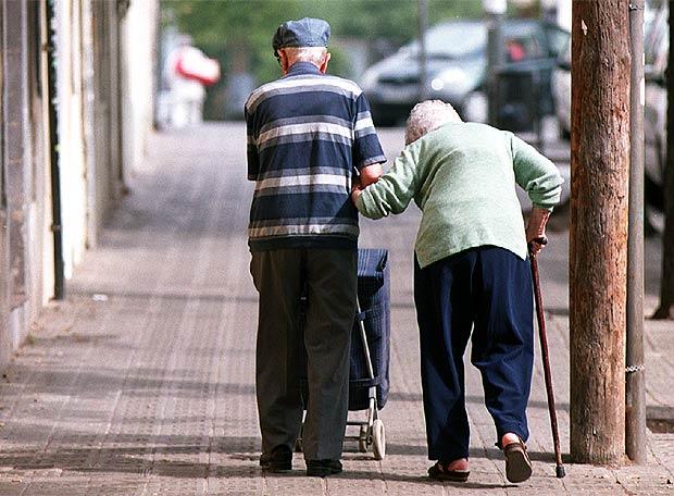 http://www.elpais.com/recorte/20090505elpcat_2/LCO340/Ies/pareja_ancianos.jpg