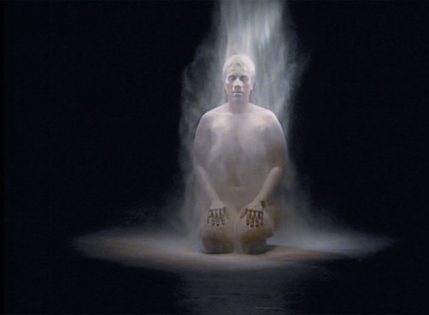 Imagen del vídeo Snow White, de la surafricana Berni Searle