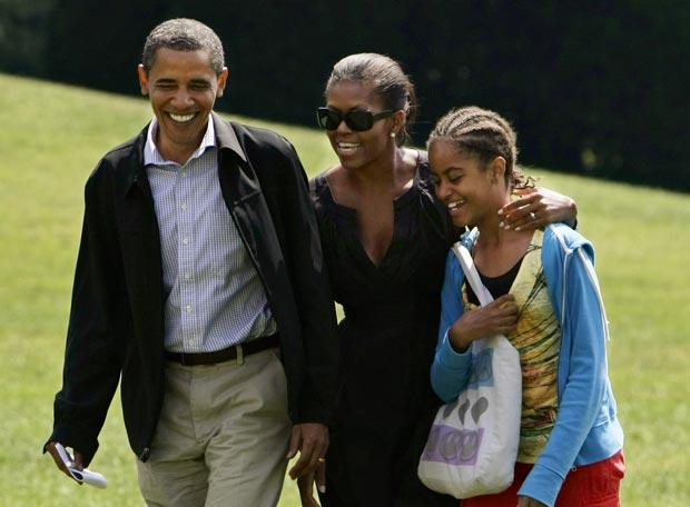 Barack y Michelle Obama con su hija Malia