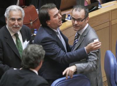 Jesús Vázquez, consejero de Educación de Galicia, en una discusión en el parlamento autonómico