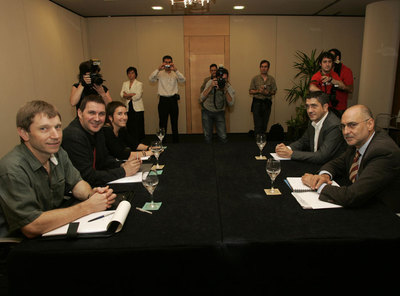 Pachi López con Arnaldo Otegui