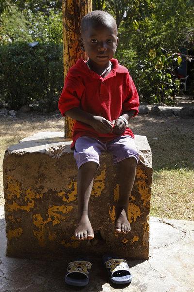 Un niño haitiano rescatado de una adopción ilegal