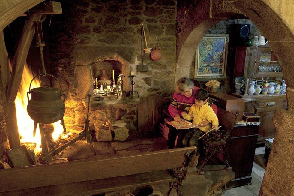 La lareira de la rectoral de san andr s de sarand n - Cocinar en la chimenea ...
