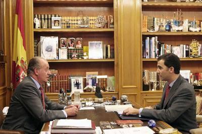 http://www.elpais.com/recorte/20100221elpepinac_4/LCO340/Ies/Don_Juan_Carlos_despacha_principe_Felipe.jpg