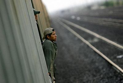 Un inmigrante llega en tren de mercancías
