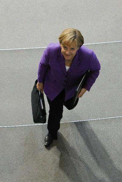 Merkel, a la salida del Parlamento alemán