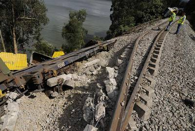 Incidències internacionals Tren_mercancias_descarrila_Ribadeo