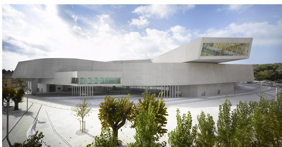 Exterior del Museo de Arte del siglo XXI (Maxxi), de Roma, de la arquitecta Zaha Hadid.- ROLAND HALBEI