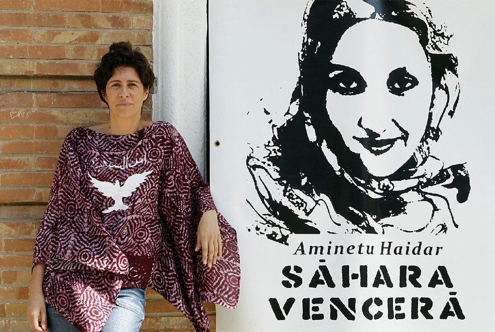 Edi Escobar, la mujer que acompañó a Haidar en el aeropuerto de Lanzarote