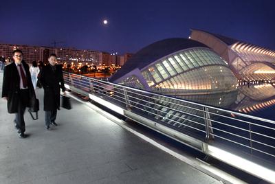 Vista nocturna de la Ciudad de las Ciencias, L'Hemisfèric y el Museo Príncipe Felipe de Valencia.- CARLES FRANCESC