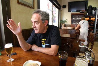 Ferran Adrià durante el aperitivo