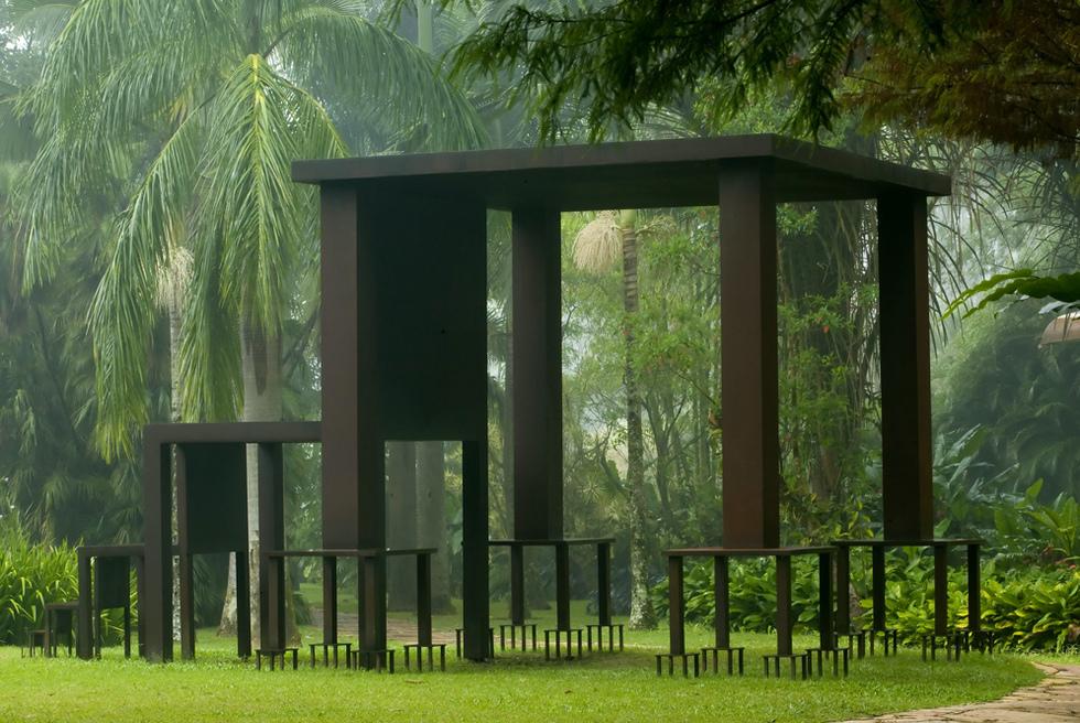 Inmensa (2002), escultura de Cildo Meireles, en Inhotim.- BRUNO MAGALHAES