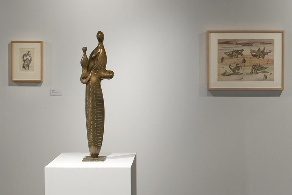 Maternidad (izquierda) y Formas en el desierto, 1934-1937, de Alberto Sánchez.-