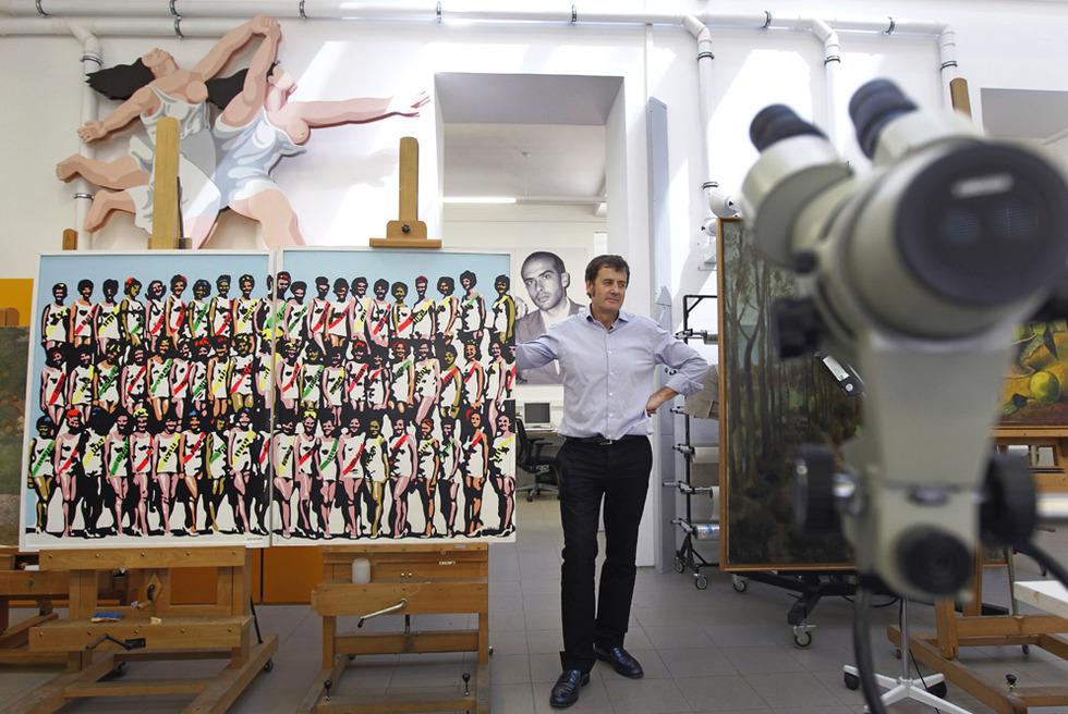 El jefe de restauración del Museo Reina Sofía, Jorge García Gómez-Tejedor, en el taller del centro.- SAMUEL SÁNCHE