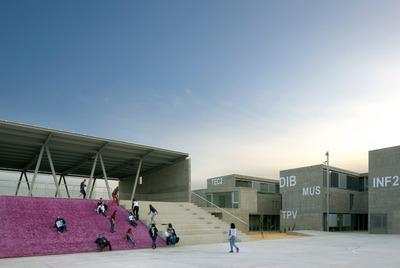 Aspecto de los patios del IES Rafal (Alicante), que ha ganado el FAD de arquitectura.- DUCCIO MALAGAMBA