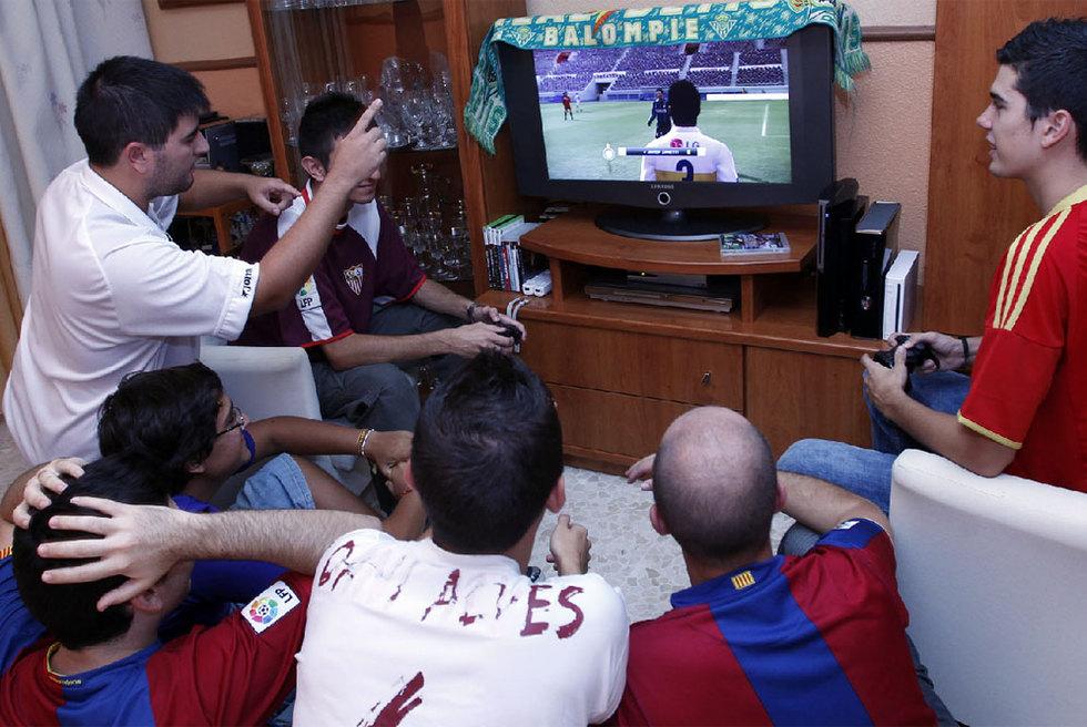 'FIFA' y 'PES', goleada de millones