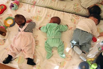Bebés en un centro de menores