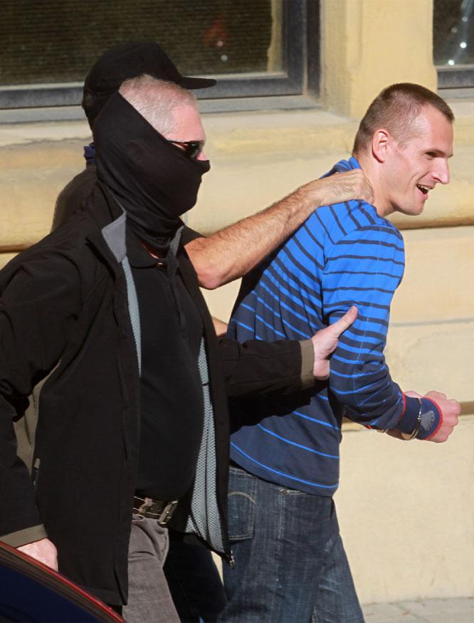Igor Portu saliendo del juzgado