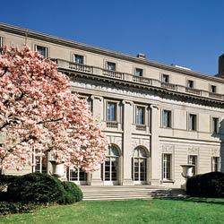 La mansión Frick, fachada desde la Quinta Avenida de Nueva York. Cada año recibe 300.000 visitantes- ANDREA BRIZZI