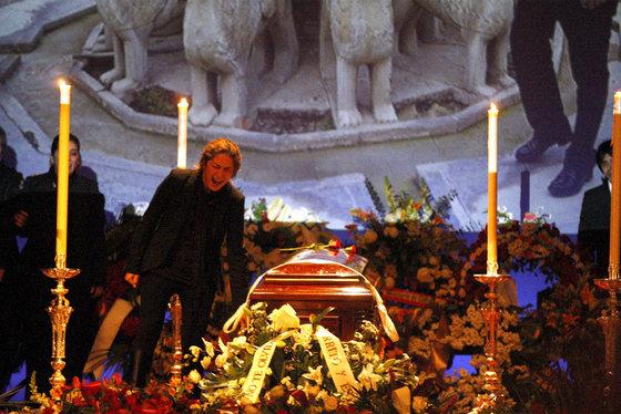 Los restos de Enrique Morente llegan a Granada