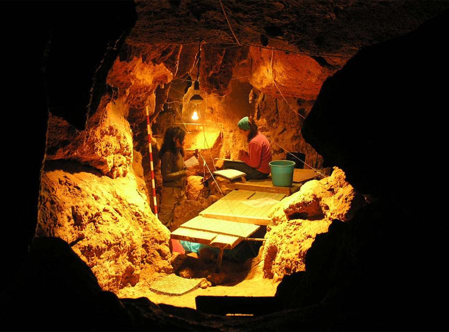 Extrañas en una familia neandertal